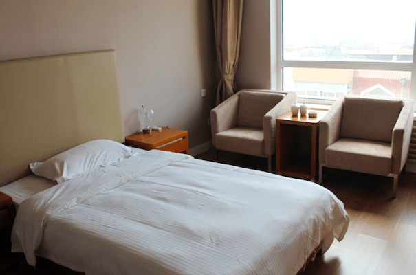 DUFE OFF-CAMPUS ACCOMMODTION ZHONGCHEN TWIN ROOM CHAIRS